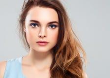 Pięknej kobiety brunetki piękna skóry Zdrowy uśmiech Zdrój Beautifu Zdjęcie Royalty Free