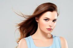 Pięknej kobiety brunetki piękna skóry Zdrowy uśmiech Zdrój Beautifu Fotografia Royalty Free
