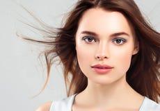 Pięknej kobiety brunetki piękna skóry Zdrowy uśmiech Zdrój Beautifu Zdjęcie Stock