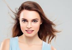 Pięknej kobiety brunetki piękna skóry Zdrowy uśmiech Zdrój Beautifu Zdjęcia Stock