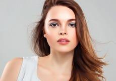 Pięknej kobiety brunetki piękna skóry Zdrowy uśmiech Zdrój Beautifu Zdjęcia Royalty Free