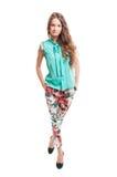 Pięknej kobiety wzorcowy jest ubranym przypływ i barwiący spodnia Zdjęcia Stock