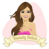 Pięknej mody łacińska kobieta za faborkiem z piękno salonu tekstem Fotografia Royalty Free