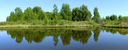 pięknej natury panoramiczna sceneria Małe rzeki Rosja Obraz Royalty Free