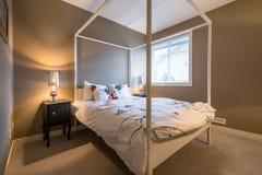 Pięknej nieociosanej sypialni wewnętrzny projekt Obrazy Royalty Free