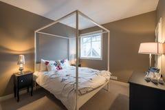 Pięknej nieociosanej sypialni wewnętrzny projekt Obraz Royalty Free