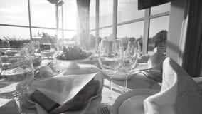 Pięknej porci ślubu wyśmienity stół Czarny i biały wideo zbiory wideo
