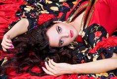 pięknej puszka pomadki łgarska czerwona kobieta Zdjęcie Stock