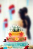 pięknej tortowej pary wielo- wielopoziomowy ślub Obrazy Royalty Free