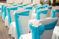 Piękni ślubów krzesła z lelui dekoracją na ceremonii Zdjęcie Stock
