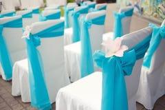 Piękni ślubów krzesła z lelui dekoracją na ceremonii Obrazy Stock
