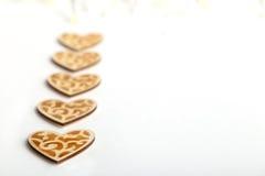 Piękni Ślubni bożych narodzeń lub valentines rocznika nieociosani drewniani serca Zdjęcia Royalty Free