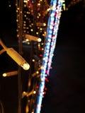 Piękni abstrakcjonistyczni bożonarodzeniowe światła w przodzie Defocused tła żarówki rozjarzona girlanda obraz royalty free