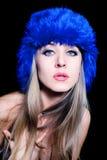 piękni błękitny kapeluszowi zima kobiety potomstwa Zdjęcie Stock