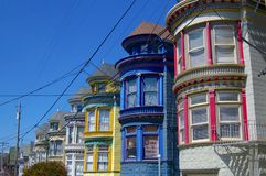 Piękni barwioni domy Haight & Ashbury okręg w San Francisco zdjęcia royalty free