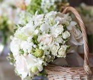 Piękni biali ślubni bukiety fotografia royalty free