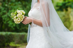 Piękni bukiety kwiaty przygotowywający dla dużej ślubnej ceremonii Fotografia Stock
