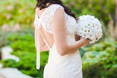 Piękni bukiety kwiaty przygotowywający dla dużej ślubnej ceremonii Zdjęcie Stock