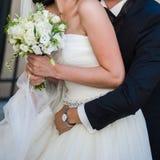 Piękni bukiety kwiaty przygotowywający dla dużej ślubnej ceremonii Zdjęcie Royalty Free