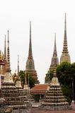 Piękni dekorujący stupas i pagoda w Wata Pho świątyni, Bangko Obraz Stock