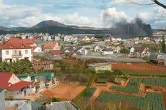Piękni domy z dachówkowymi dachami, zwykłe życie w Wietnam Obraz Royalty Free