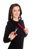 Piękni dziewczyna fryzjera mienia nożyce i grępla Obrazy Royalty Free