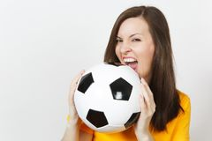 Piękni Europejscy młodzi ludzie, fan piłki nożnej lub gracz na białym tle, Sport, sztuka, zdrowie, zdrowy stylu życia pojęcie obraz royalty free