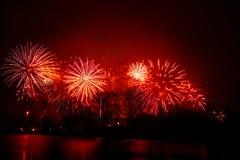 Piękni fajerwerki podczas Nowego Year's wigilii świętowania w Ryskim, Latvia obrazy stock