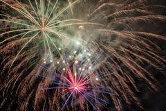 Piękni fajerwerki przy nocą Fotografia Stock
