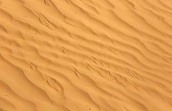 Piękni falowi wzory zakładają w piasek diunie w pustyni piasek zdjęcia stock