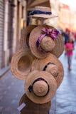 Piękni i ładni kapelusze dla dam Bawełniany kapelusz w kwiatu wzorze Zdjęcie Royalty Free