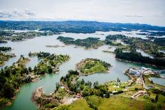 Piękni jeziora w zieleń krajobrazie Obrazy Royalty Free