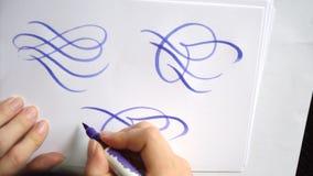 Piękni kaligraficzni kędziory z muśnięciem zdjęcie wideo