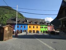 Piękni kolorowi domy w Catalonia obrazy royalty free