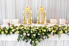 Piękni kwiaty na stole w dniu ślubu Obraz Royalty Free