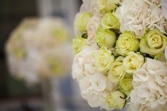 Piękni kwiaty w ślubie obraz stock