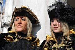 Piękni ludzie z twarzy maską w Wenecja, Włochy 2015 Obraz Royalty Free