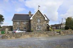 Piękni mieszkaniowi dom na wsi w Irlandia Zdjęcia Royalty Free