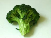 Piękni, organicznie świeżo myjący odosobneni brokuły, strzelali 2 obrazy royalty free