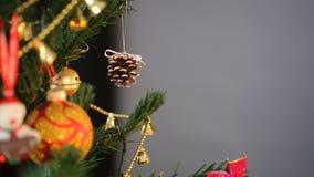 Piękni ornamenty wiesza na choince, magiczni momenty, świąteczny cud zbiory wideo