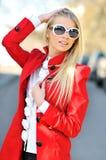 piękni outdoors okularów przeciwsłoneczne kobiety potomstwa Obrazy Stock