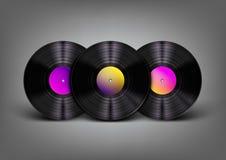 Piękni, realistyczni winylowi rejestry z wibrującymi multicolor etykietkami na szarym tle, ilustracja wektor