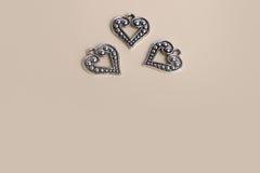 Piękni rocznika srebra metalu miłości serca dla ślubów lub valentines Obrazy Stock