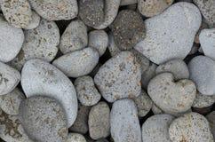 Piękni round bazaltów kamienie na nadmorski zdjęcia stock