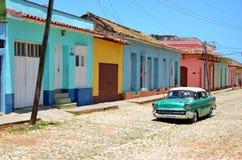 Piękni samochody Kuba, kolonista Trinidad zdjęcia royalty free
