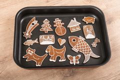 Piękni tradycyjni handmade Bożenarodzeniowi miodowniki obraz stock