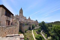 Piękni Uprzywilejowani widoki Katedralni i Środkowi budynki Segovia Architektury historii podróż obrazy stock