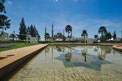 Piękni widoki słoneczny dzień nad unikalnym meczetem lokalizować przy Terengganu, Malezja Obrazy Royalty Free