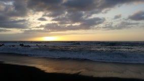 Piękni zmierzchy w czarnej piasek plaży 22 obrazy royalty free