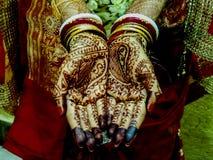 Pięknie dekorować hindus ręki w ślubnej ceremonii Fotografia Royalty Free